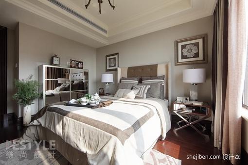 2013欧式风格别墅卧室软包衣柜装饰效果图
