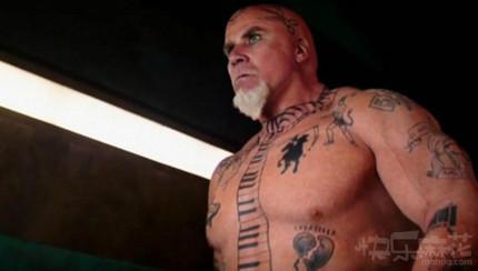 从大叔的纹身看也是个有故事的人