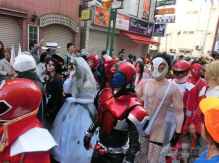 群魔乱舞的万圣节,正义的伙伴混入了队伍