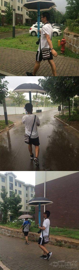 下雨天美少年和萌哒哒的雨伞更配哦